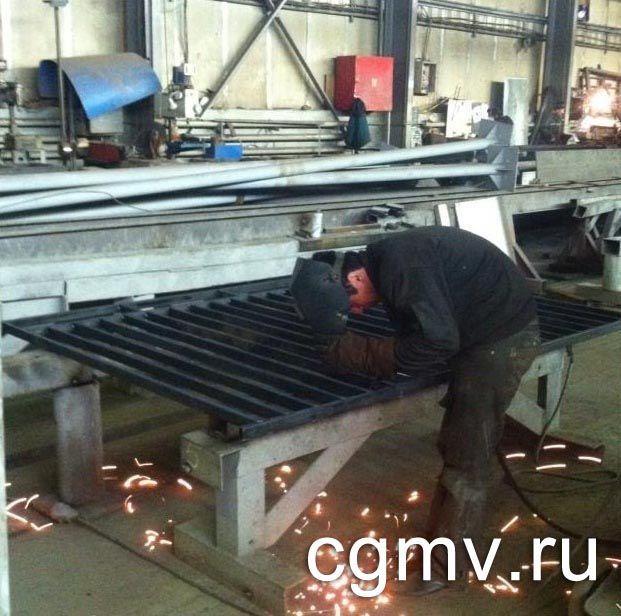 фото 2. Сварка забора на заводе в Москве