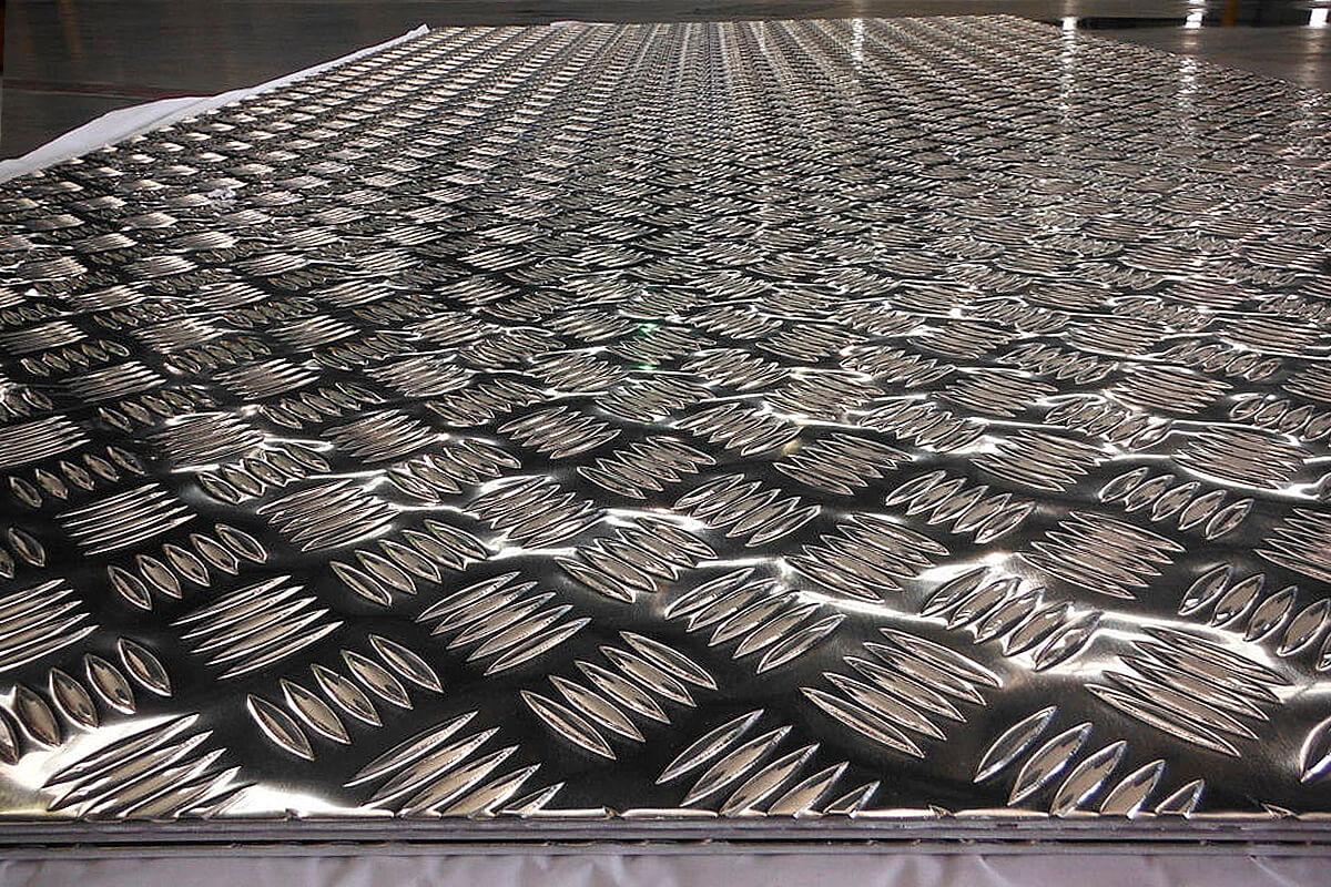 Лист алюминиевый рифленый на складе ВВМ